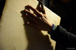 Fotografía Detalle de mano tocando pandero