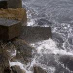 Fotografía Cala con olas rompiendo en San Sebastián