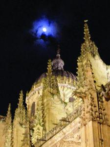 Fotografía Catedral Nueva de Salamanca con Luna
