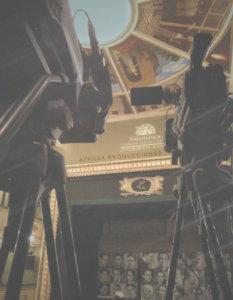 2 Cámaras de vídeo con escenario del Teatro Liceo (Salamanca) de fondo